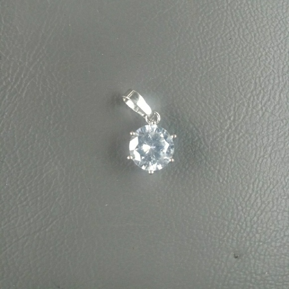 Jewelry - Diamond pendant